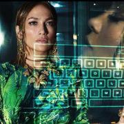 JLo rilancia le fifty sexy nella nuova campagna per Versace