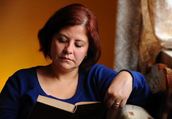 menopausa-donna-che-legge