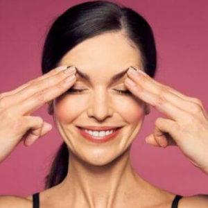 Yoga del viso: esercizi di ginnastica facciale per contrastare il rilassamento cutaneo