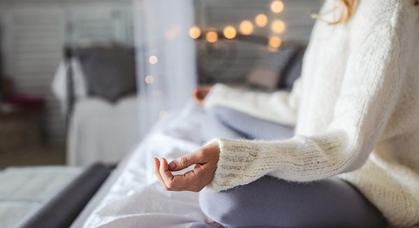 meditazione-donna-casa