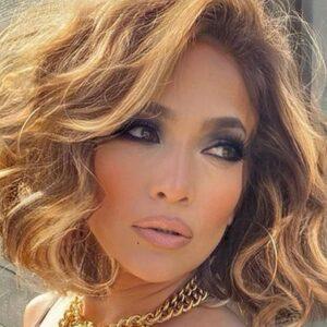 Per avere un hair look di tendenza impara da Jennifer Lopez