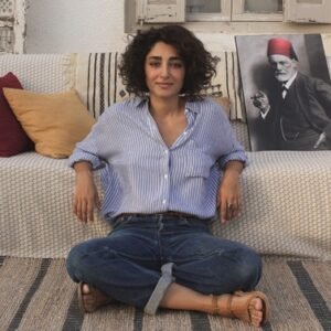 Il coraggio e l'intraprendenza di una donna e del suo divano... a Tunisi